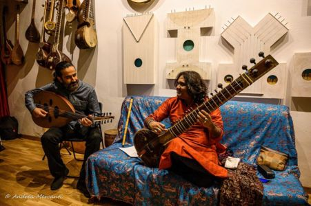 Pejman Tadayon con Imran Khan (sitar, India)